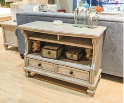 Picture of Demarlos Sofa Table